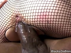 MANDINGO MONSTER COCK FUCKING...