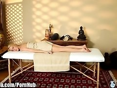 TrickySpa Masseur Gets Blown by...